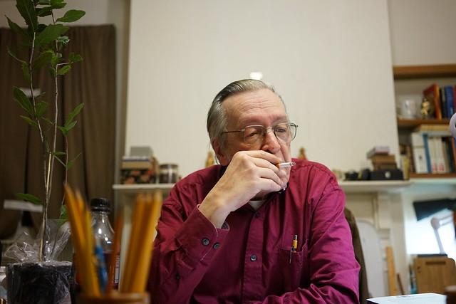 Olavo no escritório - Foto: Josias Teófilo