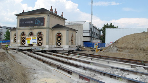 Shifting the old train station - Ripage de l'ancienne gare - Verschiebung des alten Bahnhofs