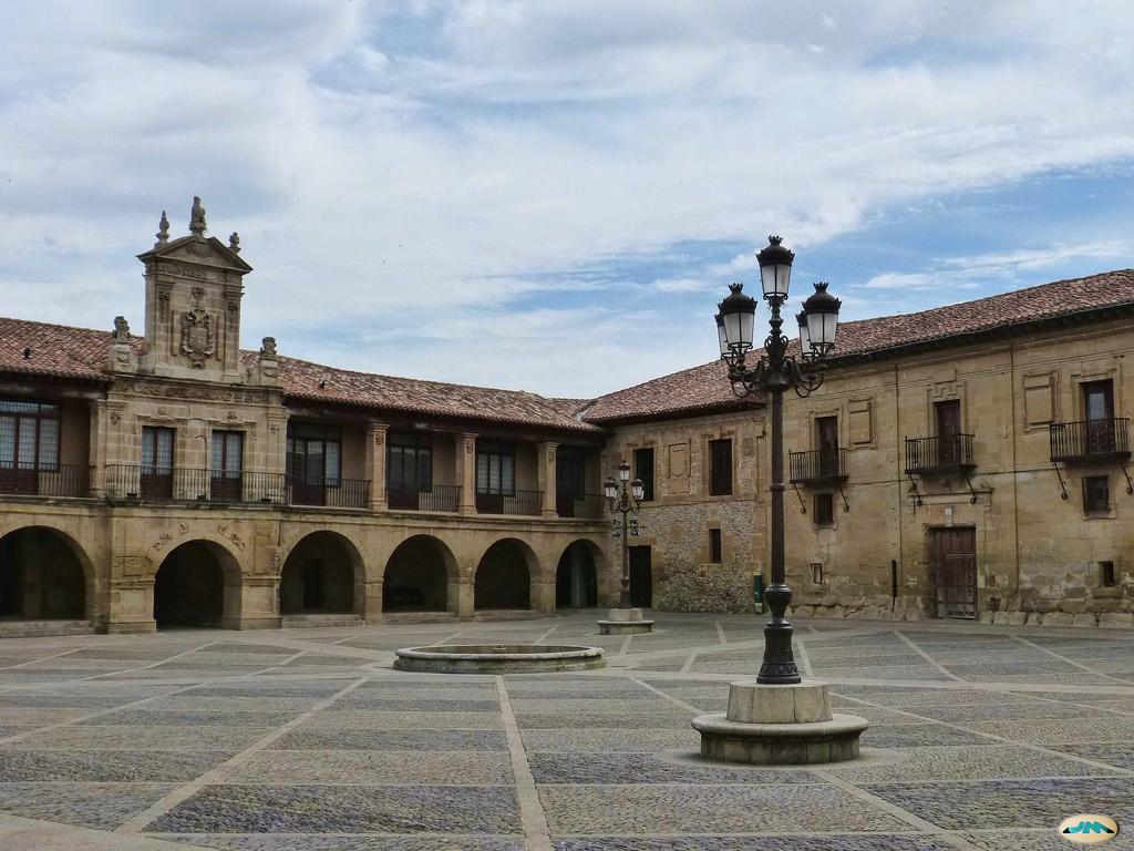 Plaza de España en Santo Domingo de la Calzada. Autor, Santiagues