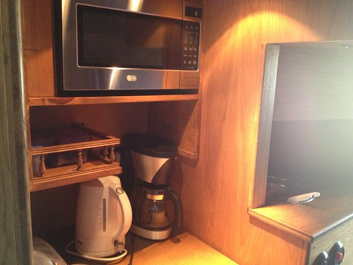 tour-bus-kitchen
