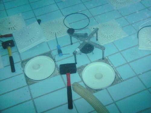 zwembadroosters vervangen door duikbedrijf awdiving