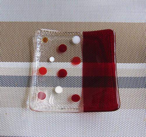 水玉の角皿・・・赤 by Poran111