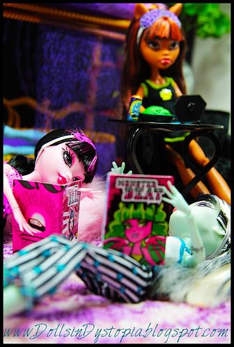 Gossip Girls by DollsinDystopia