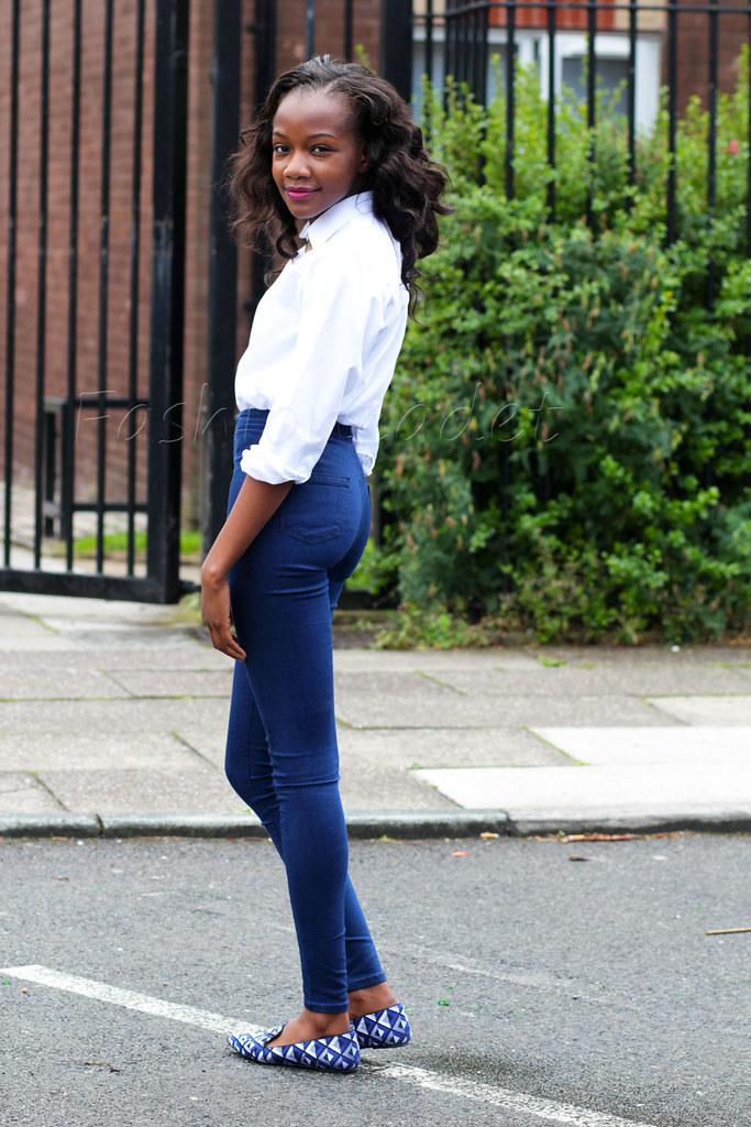 high waist pants, high waisted jeggings, dark blue highwaisted tights, white shirt, slippers