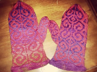 First part of Fiddlehead Mittens done!!