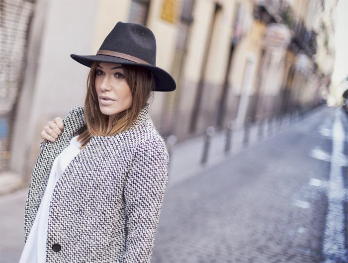 street style barbara crespo fashion blogger eleven paris kravitz tshirt hat sheinside coat outfit