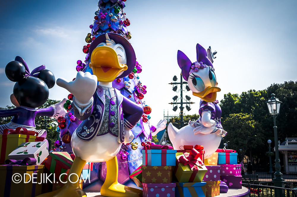 HKDL - Main Street USA Christmas Town - Donald & Co