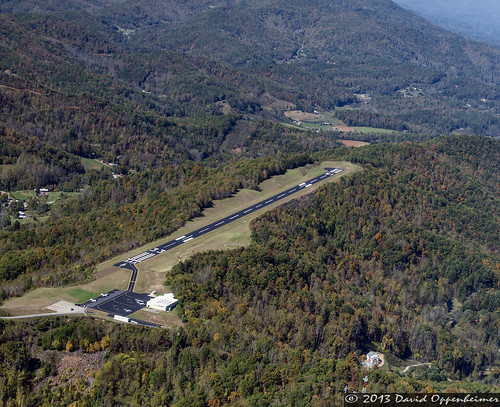 travel usa mountains airplane fly flying nc airport aviation unitedstatesofamerica flight northcarolina landing destination approach takeoff runway wnc 24a jacksoncounty westernnorthcarolina cullowhee jacksoncountyairport 11025084436