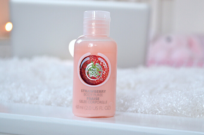 bodyshop strawberry light body moisturiser