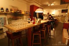 meal(0.0), restaurant(1.0), bar(1.0), tavern(1.0),