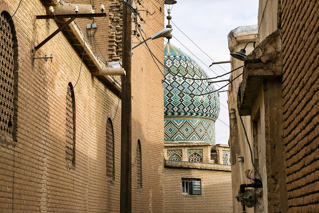 Dome of a mosque from the alley, Shiraz シラーズ、旧市街の路地から見たモスクのドーム