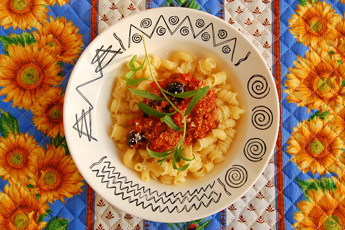 Pasta Nudeln Sugo Tomatensugo Pastasauce Olivenöl Tomaten Estragon Kräuter Oliven