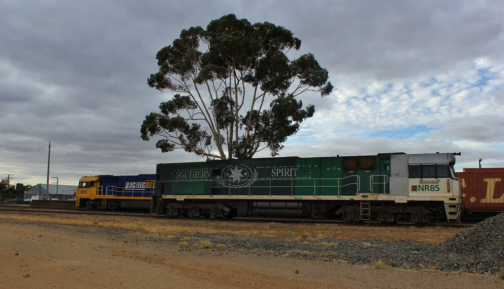 NR19 has attached to its train again after dropping NR85 off into the siding at Stawell by bukk05