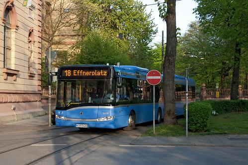 Mit dem Bus statt der Tram ums Maxmonument: Die Busse tragen – anders als bei bisherigen Bauarbeiten – die Liniennummer der Trambahn
