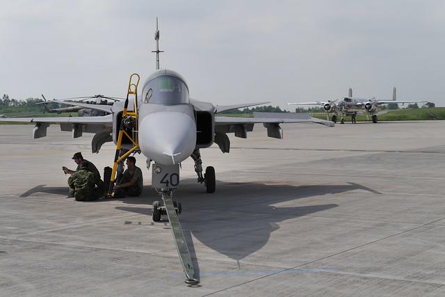 Saab JAS-39 Gripen und B-25 Mitchell