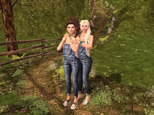Lolita and Alicia : Sisters