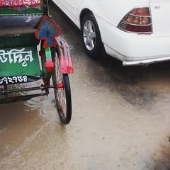 #rain #rainyday #rickshaw #car #street  #streetphotography