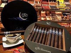 La Flor Dominicana Le Nox @lfdcigars @lfdleo @lfd_trip @lfdc98 @gomezlitto @antoniogz_  #Gentleman #cigar #cigars #dominican #flavor #craft #luxury #thegoodlife #cigarians #cigaraficionado #cigarlovers #nowsmoking #botl #sotl #cigarro #cigarsociety #cigar