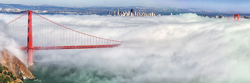 Golden Gate Bridge : San Francisco City and Fog