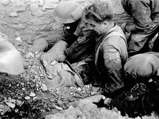 Infantrymen of The Loyal Edmonton Regiment rescuing Lance-Corporal Roy Boyd... / Des soldats du Loyal Edmonton Regiment secourent le caporal suppléant Roy Boyd...