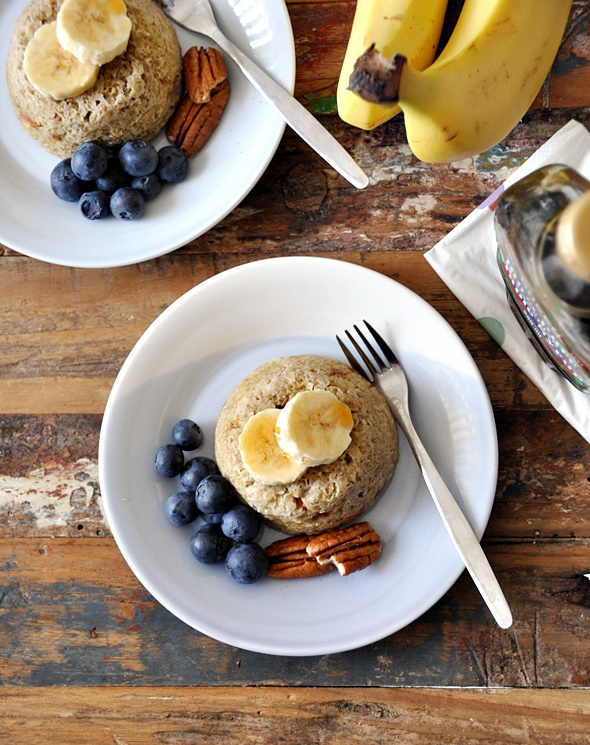 5 minutes banana & quinoa flakes microwave cakes | www.fussfreecooking.com