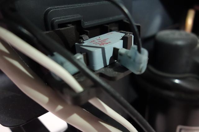 冷排右边(图中是温度感知器吗?)   4.控制板接线   5.除湿机背面   6.