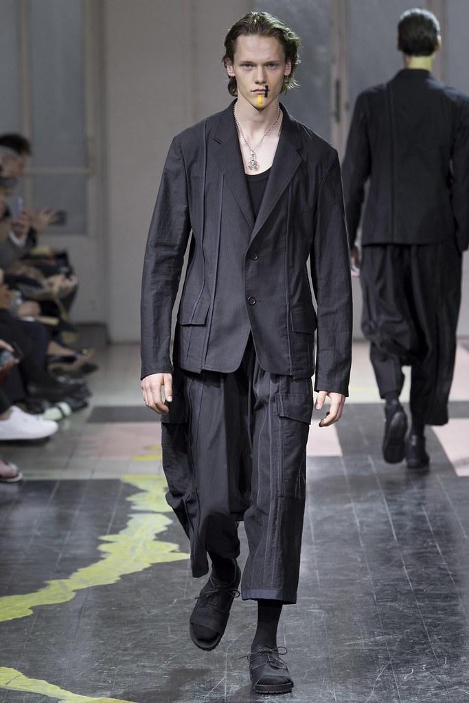 Ryan Keating3107_SS16 Paris Yohji Yamamoto(VOGUE)