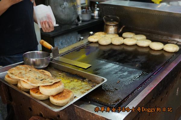 台中第二市場老賴紅茶菜頭粿蔥油餅餡餅14