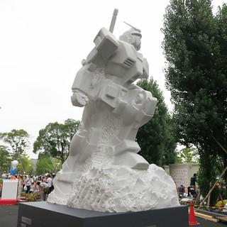 大理石像のガンダム
