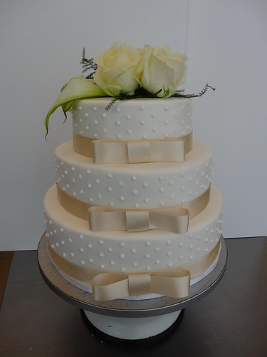 Classic Elegant Wedding Cake by CAKE Amsterdam - Cakes by ZOBOT