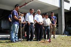 部落耆老為校園中的小米田祈福。(圖片來源:葉秀燕提供)