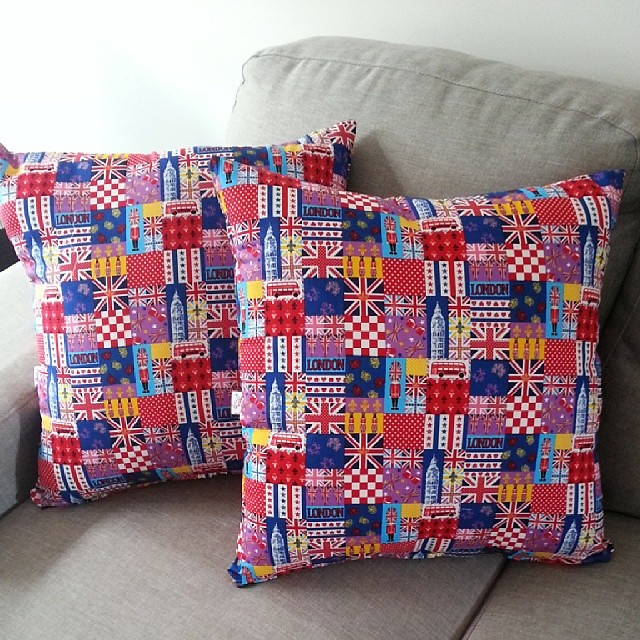 Loving these London cushions made to order for a customer!  I used @prettybobbins zipper insert tutorial for a change! Add these to my #cushionforchristmas blog hop!