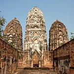Image of Wat Si Sawai near Ban Na. thailand 2013 asia southeastasia sukhothaihistorical park watsisawai oldsukhothai december ประเทศไทย ราชอาณาจักรไทย สุโขทัย อุทยานประวัติศาสตร์สุโขทัย sukhothaimuangkao canonefs1755mmf28isusm 泰国 canon450d unescoworldheritagesite