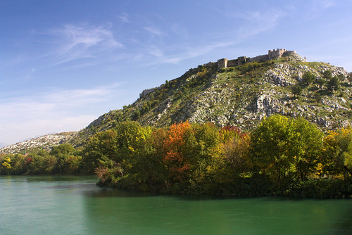 trip morning travel blue autumn trees green castle water canon river photography europe colours hill backpacking balkans albania buna fortress shkodra 450d shkodër rozafacastle mygearandme pietkagab