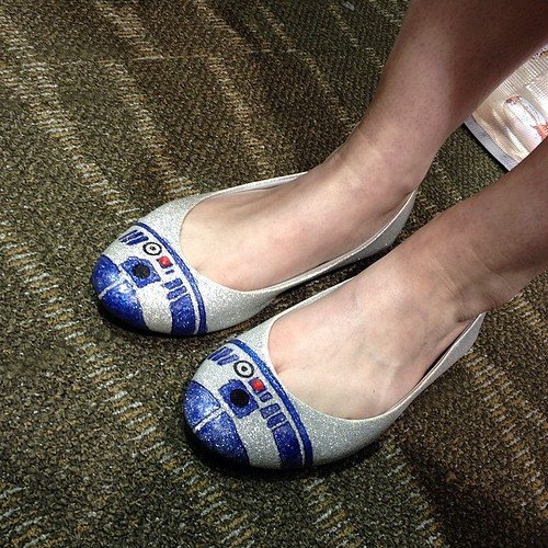 R2-D2 shoes by Katherine Kidwell at Emerald City Comic-Con!