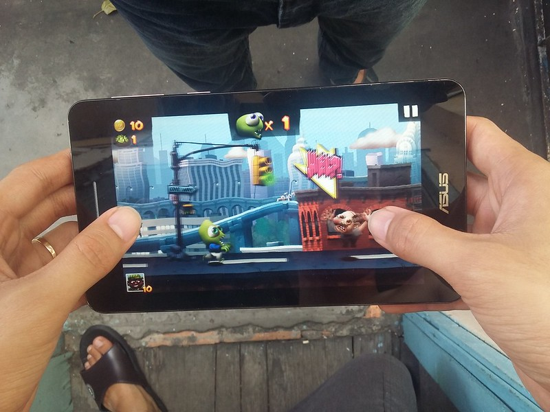 Trải nghiệm chơi game giải trí cùng Asus Fonepad FE171CG - 85101