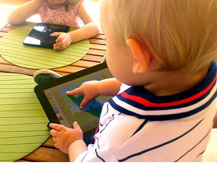Niños y tablet