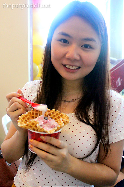 Berylle with Cheesecake Fantasy in Plain Waffle Bowl
