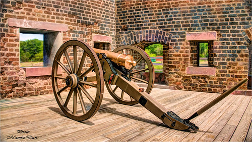 12 pound cannon / Old Fort Jackson