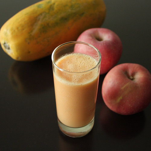 Apple, Papaya, and Strawberry Smoothie
