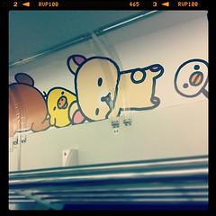 網棚の上にねっころがってる。 #リラックマ の #山の手線   #cute #train