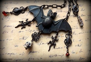 Spooky Halloween necklace - close up