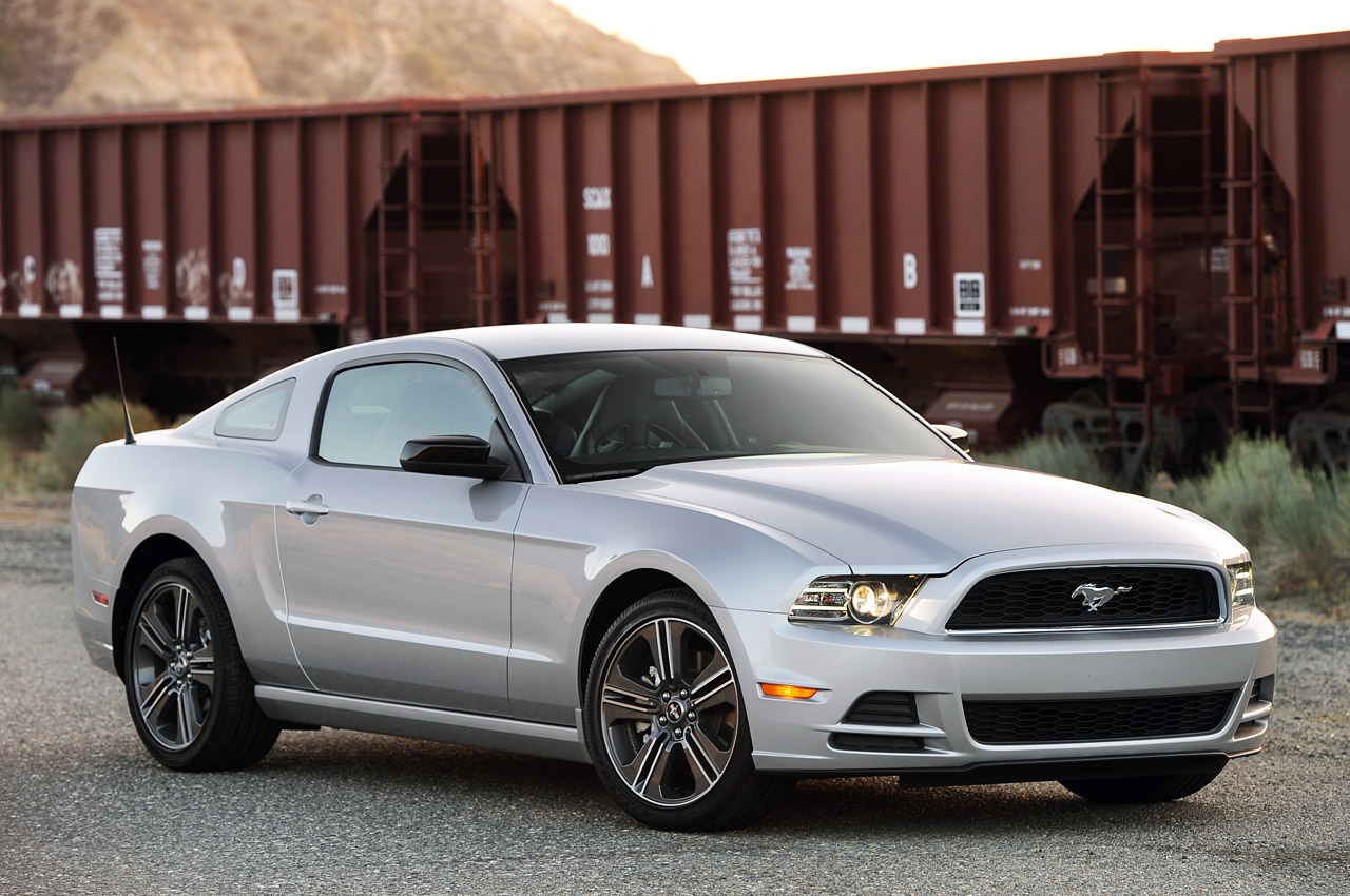 03-2013-ford-mustang-v6-review