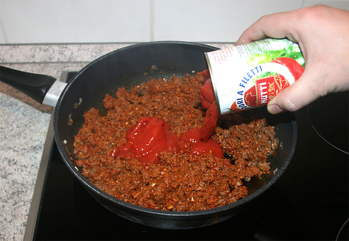 28 - Mit Tomaten ablöschen / Deglaze with tomatoes