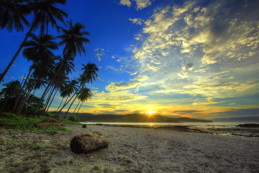 Pantai Legon Pari Sawarna