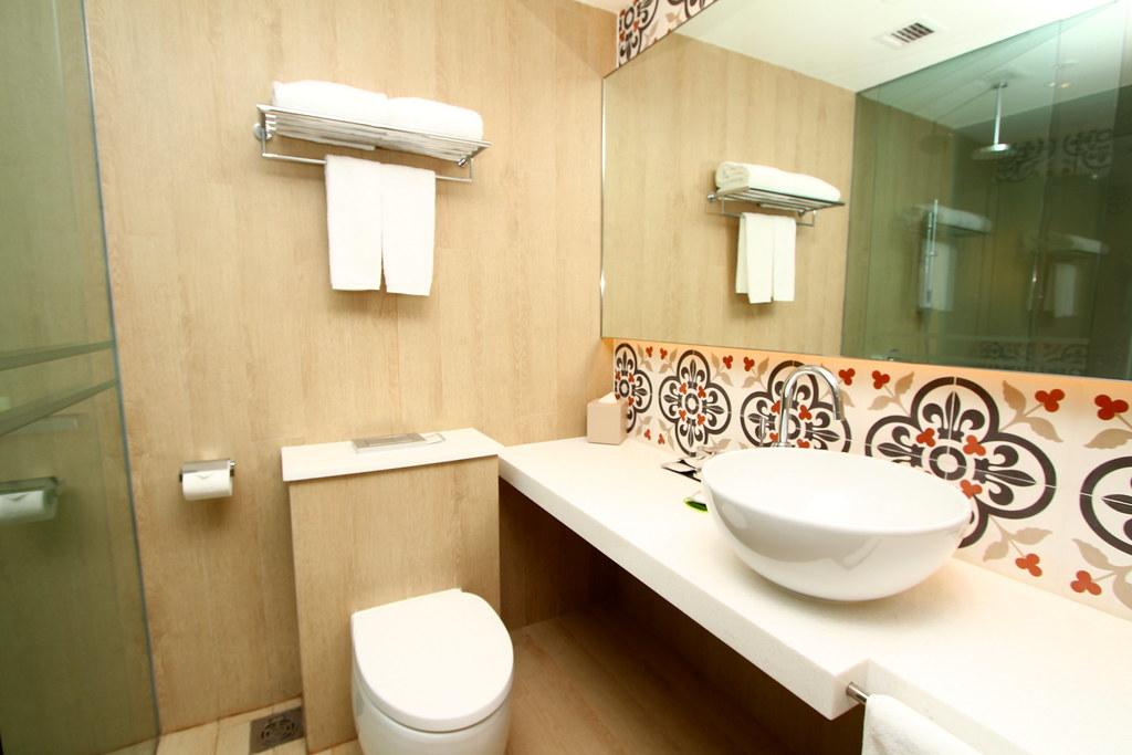 Village Hotel Katong: Toilet