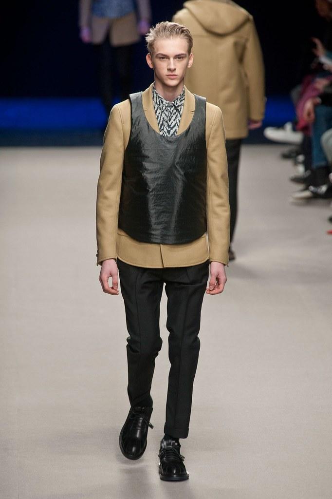 Dominik Sadoch3073_FW14 Paris Kris van Assche(fashionising.com)