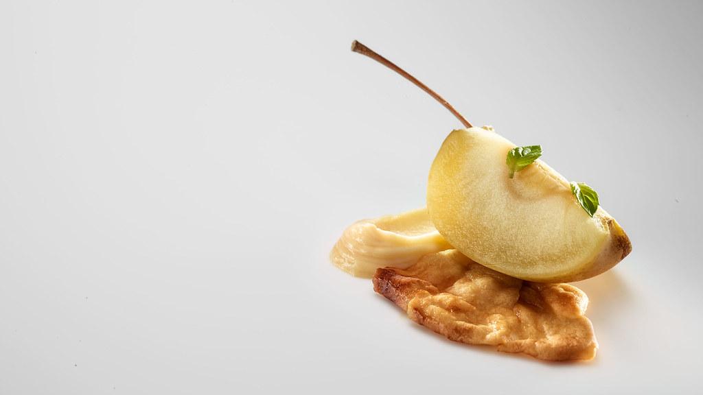 Manzana, menta, crema de patata y ciruelas
