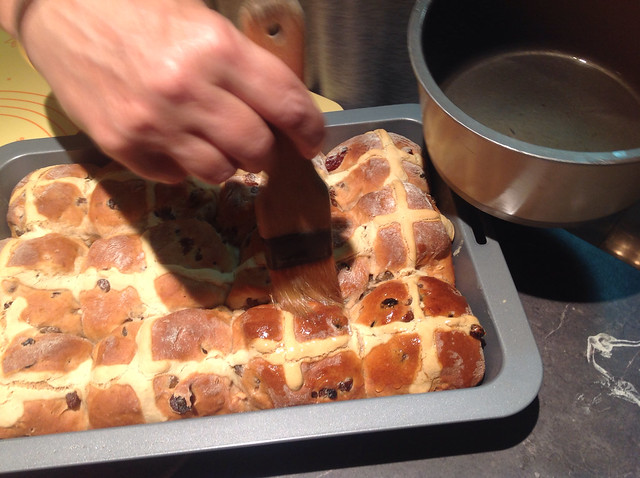 Hot Cross Buns Tutorial by Rhapsody and Thread