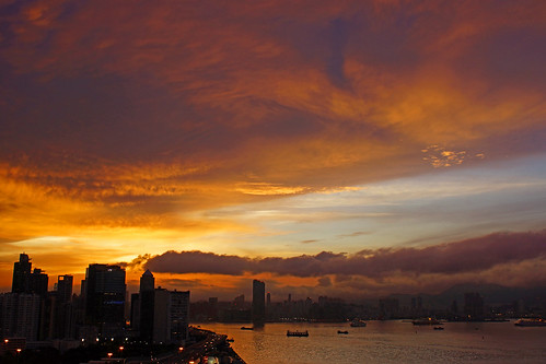 黑色暴雨後的維港晚霞 The Sunset Glow after Torrential Rain Hong Kong